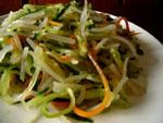 豆芽拌黄瓜絲(もやしと細切りキュウリとニンジンの和えもの)