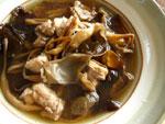 金針木耳排骨湯(黄花菜と黒木耳と豚骨付き肉のスープ)