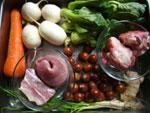 栗子、青菜(チンゲン菜)、咸肉(塩漬け豚肉)、豚肉、葱、生姜、胡蘿蔔(ニンジン)、白蘿蔔(大根)、骨頭(ゲンコツ)