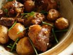 蹄膀焼芋頭(里芋と豚の腕の付け根肉の煮物)