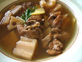 黄耆普耳蓮藕湯(おうぎとレンコンとプーアル茶の豚肉スープ)