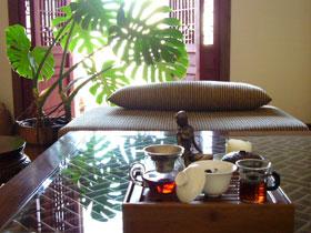 朝の空気とプーアル茶