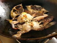 渡り蟹を麻辣火鍋の出汁にする