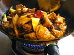 鶏を薬味セットで炒める