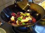 豆辣(豆板醤)約50g、薬味セットを炒める