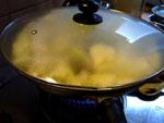 麻辣火鍋の薬味セットで麻辣焼芋頭、蓋をして蒸し焼き