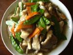 荷蘭豆炒菌�(キヌサヤとキノコの炒めもの)