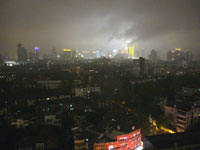 雨の続く上海の夜