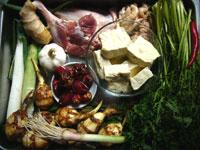 臭豆腐、猪大腸(豚のホルモン)、大葱、大蒜、生姜、海椒、豆辣(豆板醤)、金絲菜、鴨腿、慈姑