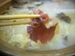 骨頭火鍋の出汁に火腿(金華ハム)