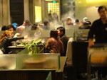 火鍋レストランのフロアー