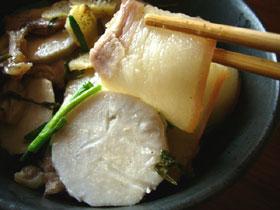 芋頭蒸咸肉(里芋と塩漬け干し肉の蒸したもの)