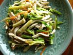 水芹菜炒豆腐干(水芹菜と豆腐の炒めもの)