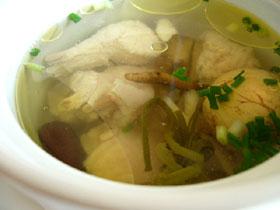 虫草燉鶏(冬虫夏草と鶏のスープ)