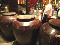 湖南料理のレストランの前にある燉の壺