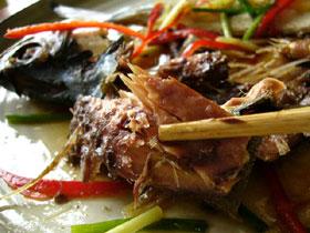 清蒸馬鮫魚(サワラの干物を蒸したもの)