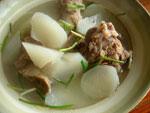 白蘿蔔骨頭湯(大根と豚骨のスープ)