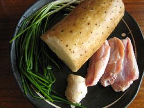 長芋:約350g、鶏の手羽元:3本約150g、生姜と葱:適量