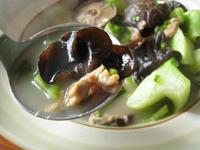 咸肉芥菜黒木耳湯(塩漬け干し豚肉と黒木耳とからし菜のスープ)