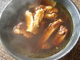 肉骨茶(バクテー・骨付き豚バラ肉のスープ)