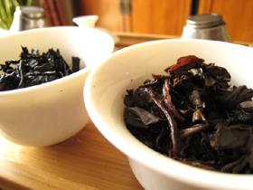 7542七子餅茶70年代の散茶は熟成が強く、七子紅帯青餅プーアル茶は熟成が弱い