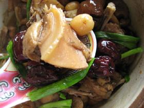香�蓮圓鴨肉[保火](家鴨と椎茸と蓮の実と桂圓の煮物)