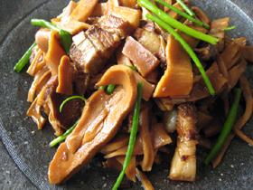 筍干焼肉(干した筍と豚肉の蒸し焼き)