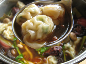 蝦ワンタンの麻辣火鍋