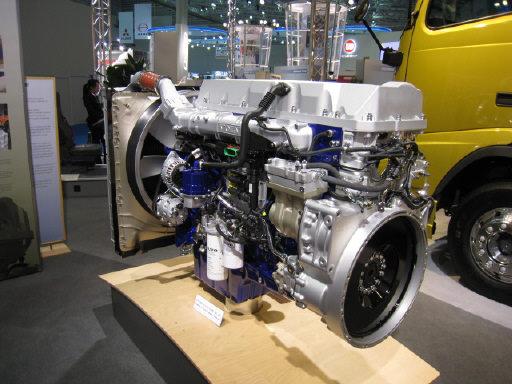 ボルボトラックエンジン でかい