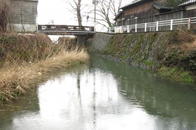 03掲載 琵琶湖と内湖を結ぶ中野井川 .jpg