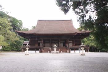 01園城寺本堂と閼伽井屋(画面左の屋根).JPG