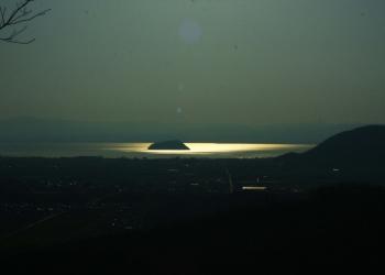 01小谷城から望む竹生島.JPG