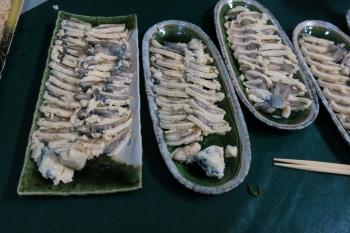 09宴席に供された鮎のなれずし(近江では一般的でない・鮒ずしより安い).JPG