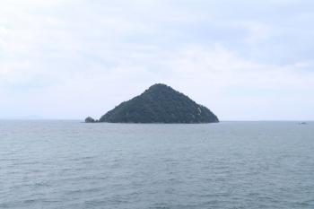 01塩津湾から竹生島を見る.JPG