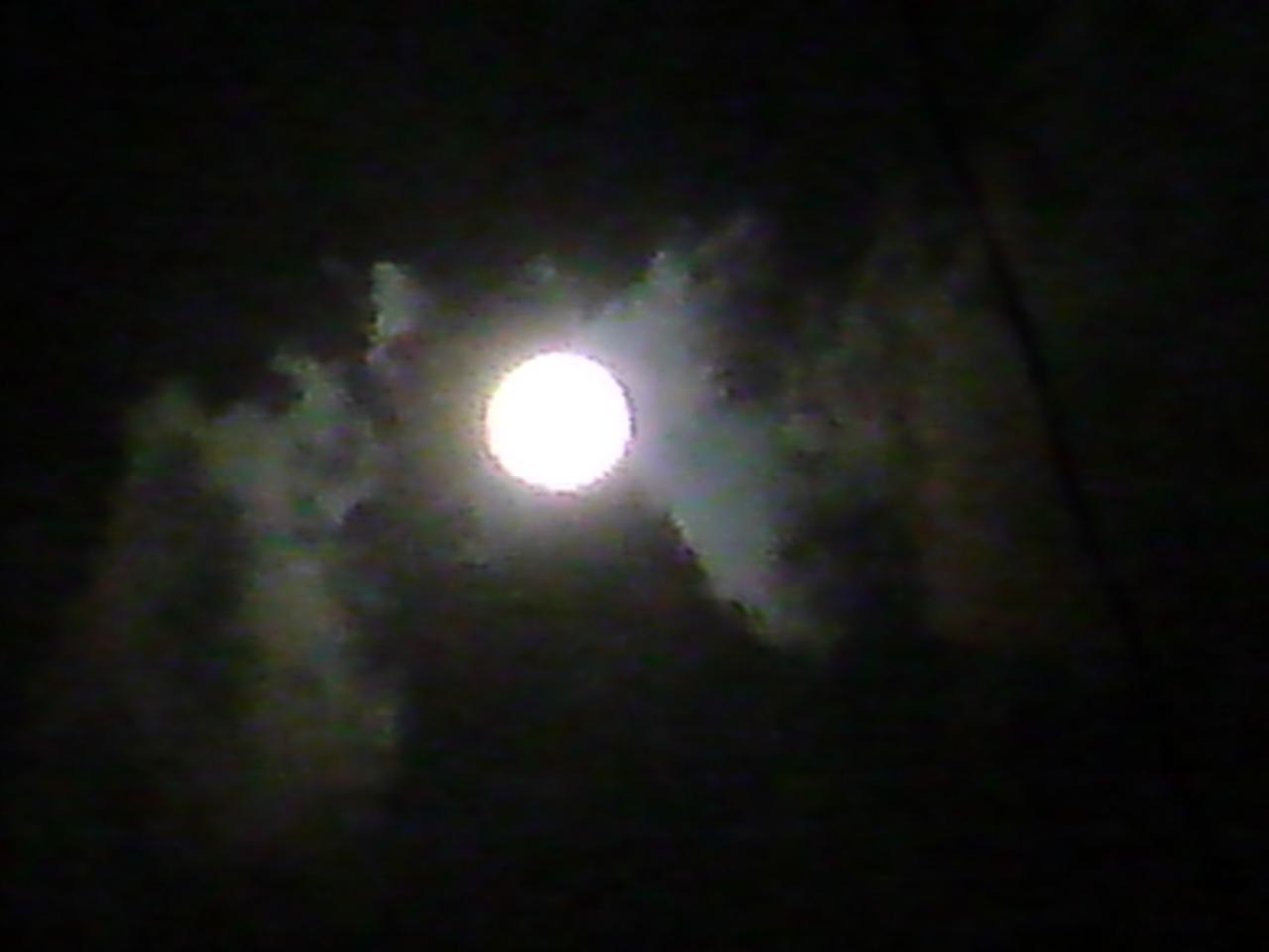 月ズームアップ