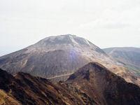 朝日岳から見た茶臼岳