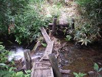 武尊田代湿原からの帰り道の壊れた橋
