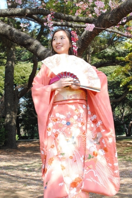 469dda958e172 振袖プランのお客様 行く先々で美しいと感嘆の声を日本人、海外の方から頂き、私も鼻高々!