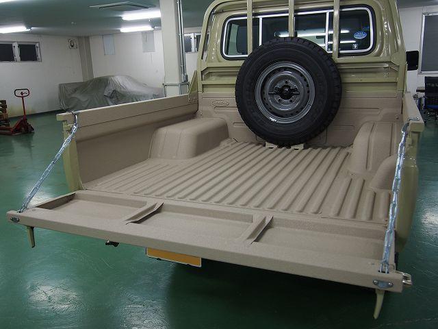 ランクル70 GRJ79 ピックアップトラック 荷台 LINE-X 完成.jpg