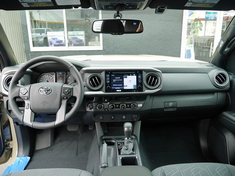 USトヨタ 新型タコマ2016年モデル TRDオフロード 内装.jpg