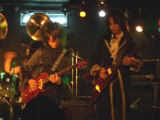ツインギターと高いシンバル