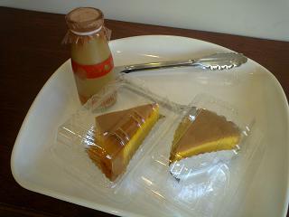 パンプキンケーキとコーヒー牛乳