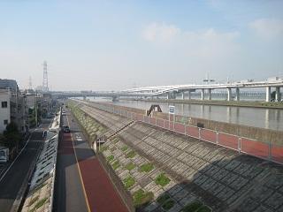 葛西橋東側の堤防