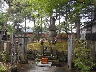 蒲生氏郷 興徳寺境内墓所