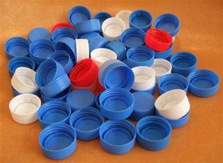ペットボトルのキャップ800個で一人の子どもの命が救えます。