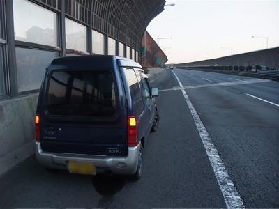 タイヤ破損 ロードサービス スペアタイヤ 高速道路事故 2