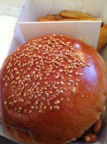FIRE HOUSE本郷3丁目ファイアーハウス本格的なアメリカンハンバーガー肉が美味いハンバーガーチリチーズバーガーモッツァレラマッシュルームバーガー1.jpg