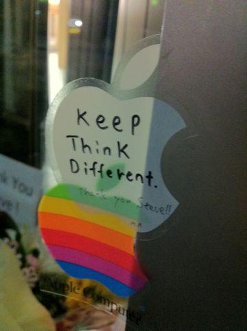 Steve Jobs 1955-2011スティーブ・ジョブスAppleは先見と創造性に満ちた天才を失いました。世界は一人の素晴らしい人物を失いました。2011年10月6日スティーブ・ジョブス氏逝去7.jpg