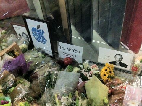 Steve Jobs 1955-2011スティーブ・ジョブスAppleは先見と創造性に満ちた天才を失いました。世界は一人の素晴らしい人物を失いました。2011年10月6日スティーブ・ジョブス氏逝去8.jpg