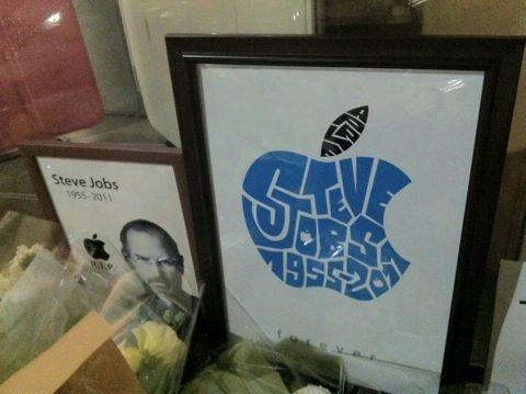Steve Jobs 1955-2011スティーブ・ジョブスAppleは先見と創造性に満ちた天才を失いました。世界は一人の素晴らしい人物を失いました。2011年10月6日スティーブ・ジョブス氏逝去9.jpg